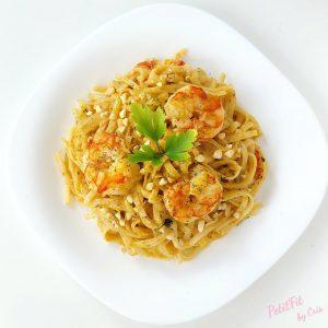 noodles thai integrales con gambon en crema de coco al curry picante y crunchy de cacahuete