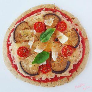 pizza de berenjena y miel de romero con parmigiano reggiano