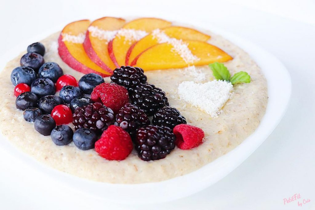 porridge de vainilla con nectarina y frutos del bosque