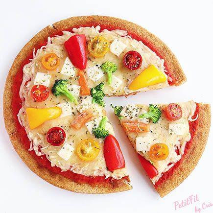 pizza de espelta con verduras y queso halloumi