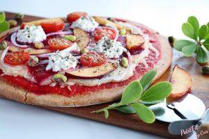 pizza de espelta con remolacha nectarina requeson y pistachos